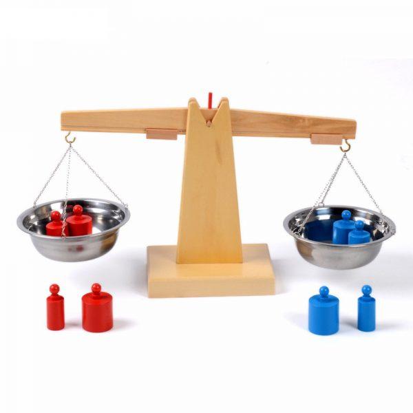 Balance en Bois avec ses Poids Montessori